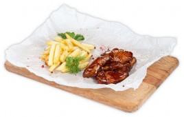 Крылья BBQ с картофелем фри и кетчупом
