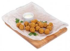 Сырные шарики с сырным соусом
