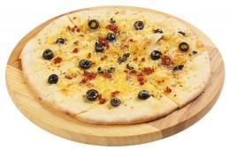 Фокачча с сыром, томатами и оливками